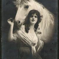 Фотографии из 1900 года: женщина и лошадь - фото 47428602295509061_cvv7kuLB_c-200x200, главная Разное Фото , конный журнал EquiLIfe