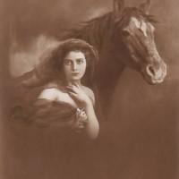 Фотографии из 1900 года: женщина и лошадь - фото c82f2153cfe0c703a27cf5ea1e5bc1ca-200x200, главная Разное Фото , конный журнал EquiLIfe