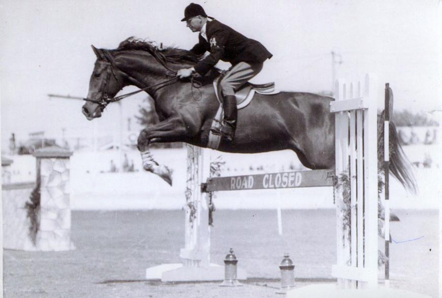 """Книга """"Лошади созданы, чтобы быть лошадьми"""" (Франц Майрингер) - фото Franz-Mairinger-pictured-jumping-Coronation, главная Книги о лошадях , конный журнал EquiLIfe"""