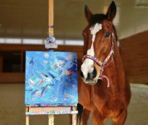 Лошади-художники - фото Xn8wJ3xu0Dc-300x253, главная Интересное о лошади Поведение лошади Разное , конный журнал EquiLIfe