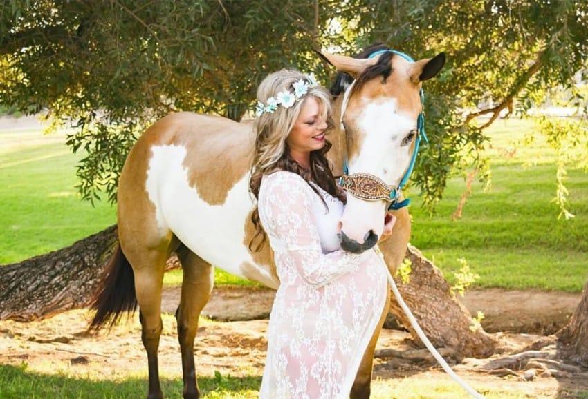 Вдвоем на лошади - верховая езда во время беременности (личный опыт) - фото littlethings-com, главная Конные истории Разное , конный журнал EquiLIfe
