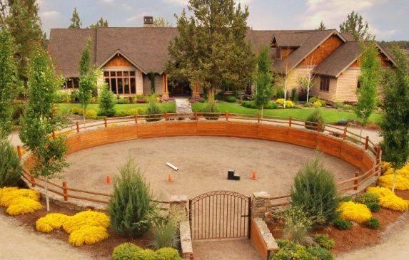 Площадки для работы лошадей - фото 1487283_592422120832603_1472688080_n, главная Содержание лошади Тренинг , конный журнал EquiLIfe