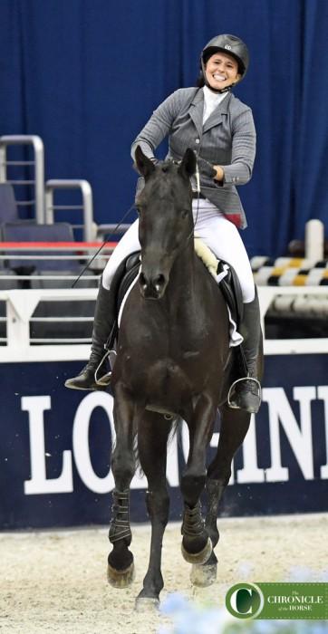 Мелани Феррио-Уайз: первая конкуристка, выступившая на кордео на международных соревнованиях - фото BridlelessWIHS3-362x700, главная Конные истории Тренинг , конный журнал EquiLIfe