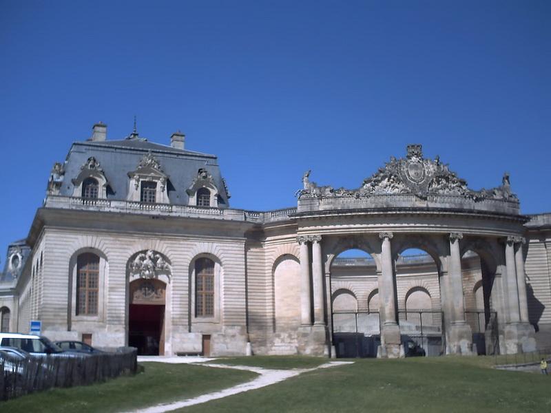 Grandes Écuries - Живой Музей Лошади - фото 1200px-Chateau_de_chantilly, главная Конные истории События Фото , конный журнал EquiLIfe